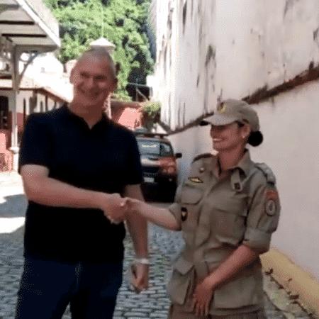 Turista francês reencontra bombeiros que o salvaram no Rio de Janeiro - Reprodução/Twitter/BandNewsFM