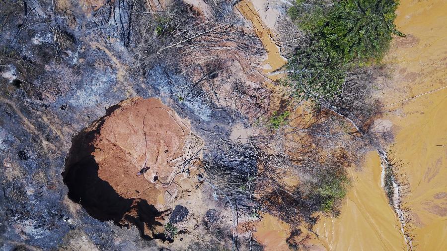 Vista aérea de garimpo na Amazônia - Imagem de arquivo