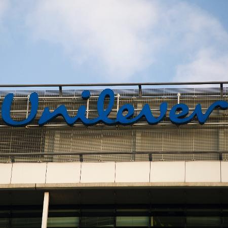 O faturamento da Unilever diminuiu de 51,98 bilhões de euros em 2019 para 50,72 bilhões de euros em 2020 - Aleksander Kalka/NurPhoto via Getty Images