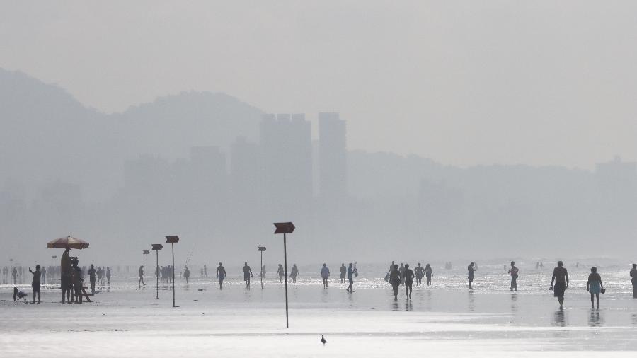 Movimentação em Praia Grande, na Baixada Santista, litoral sul de São Paulo - DEIVIDI CORREA/ESTADÃO CONTEÚDO