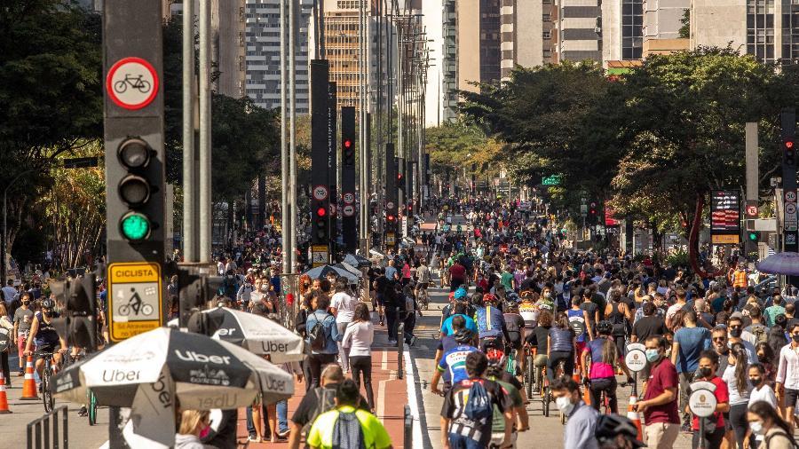 Média móvel de mortes por covid está acima de mil há 180 dias - Daniel Teixeira/Estadão Conteúdo