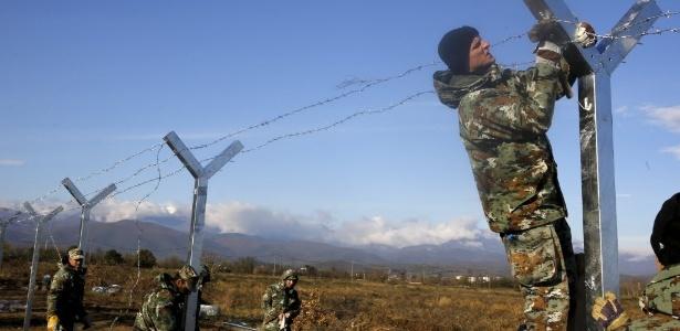 A cerca permanecerá aberta para todos aqueles refugiados de países em guerra - Yannis Behrakis/ Reuters