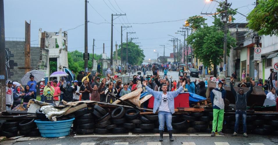 Brezilya: Evsiz İşçiler Hareketi Barınma Hakkı İçin Yürüdü