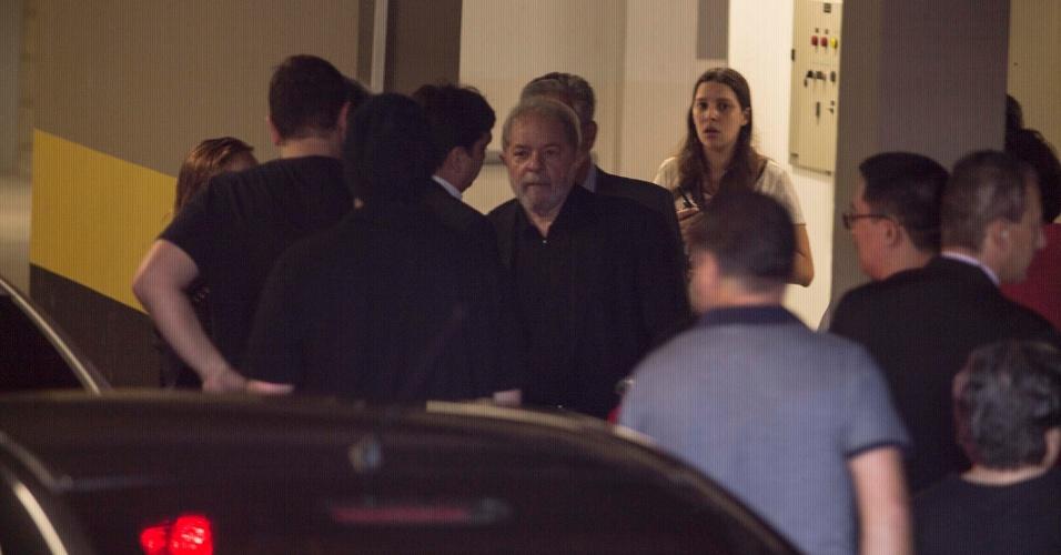 4.fev.2016 - O ex-presidente Luiz Inácio Lula da Silva chega ao velório de sua mulher, Marisa Letícia da Silva, realizado no Sindicato dos Metalúrgicos de São Bernardo do Campo