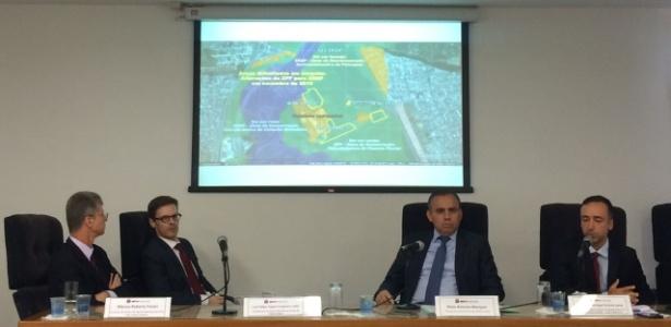 Promotores apresentam um dos mapas de zoneamento adulterados