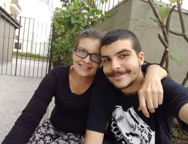 A comerciante Rosana Cunha e o filho, Gabriel Cunha Risassi - Arquivo pessoal