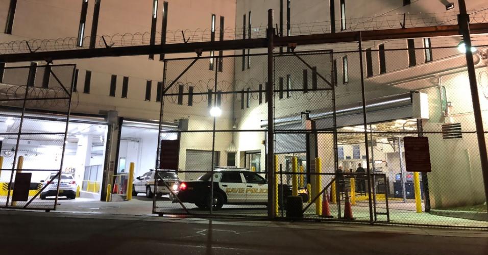 14.fev.2018 - A delegacia The Broward County em Fort Lauderdale, Flórida, para onde o suspeito Nikolas Cruz foi levado após tiroteio em colégio de Parkland
