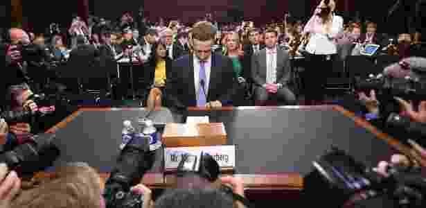 Mark Zuckerberg aguarda início de sessão no senado americano - AFP/Jim Watson - AFP/Jim Watson