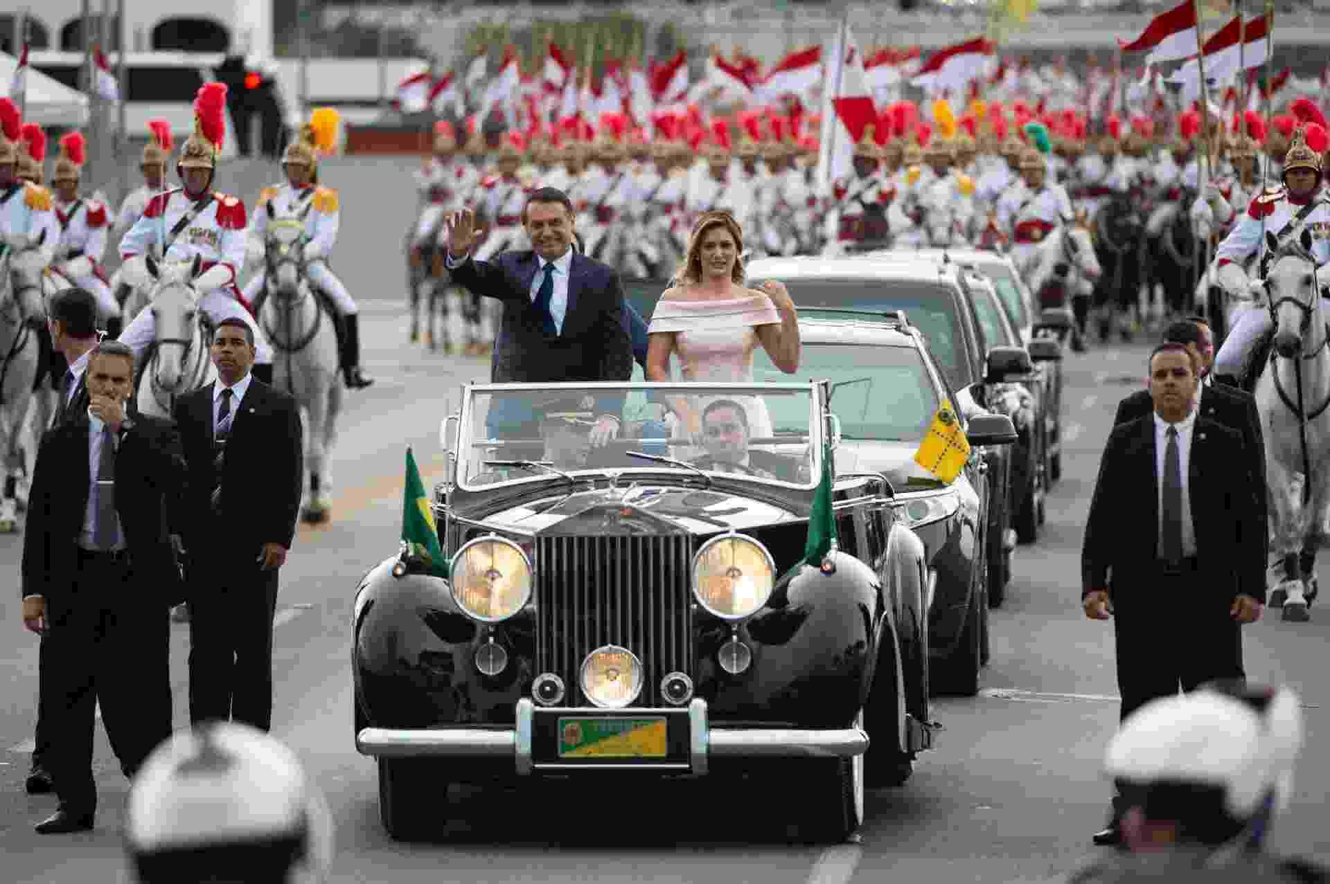 Jair Messias Bolsonaro desfila em carro aberto em Brasília - Andressa Anholete/Folhapress