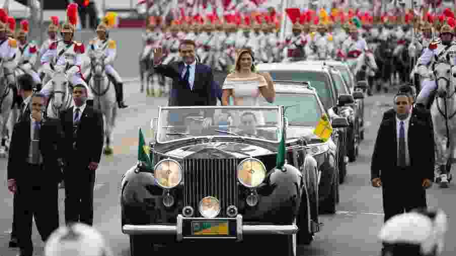 Jair Bolsonaro desfila em Rolls-Royce, usado apenas em cerimônias festivas, como a posse -  Andressa Anholete/Folhapress