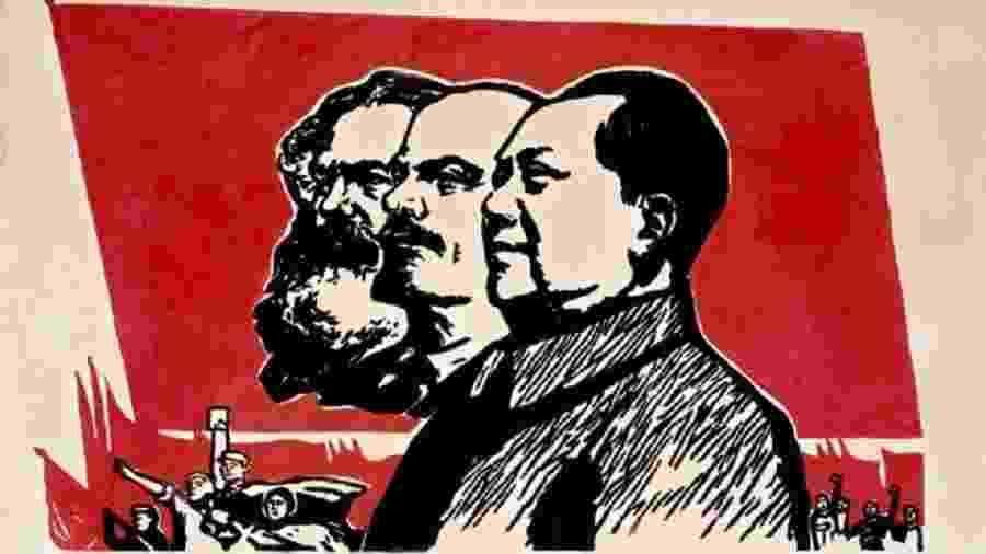 Em outubro de 1949, Mao Tsé-tung proclamou a República Popular da China (RPC), com base nas teorias de Marx e Lenin - Mao Tsé-tung