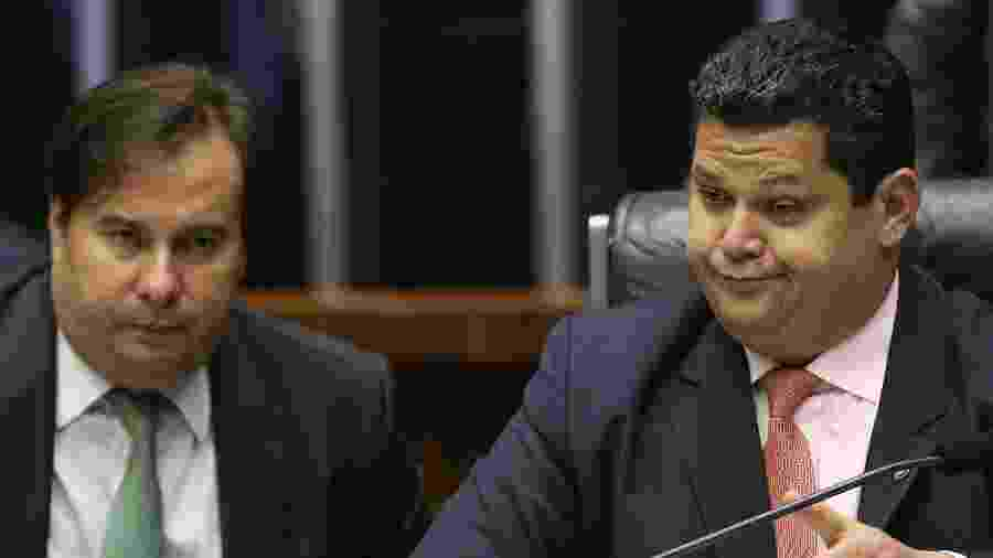 12.fev.2020 - Os presidentes da Câmara, Rodrigo Maia, e do Senado, Davi Alcolumbre, durante sessão no Congresso  - Dida Sampaio/Estadão Conteúdo