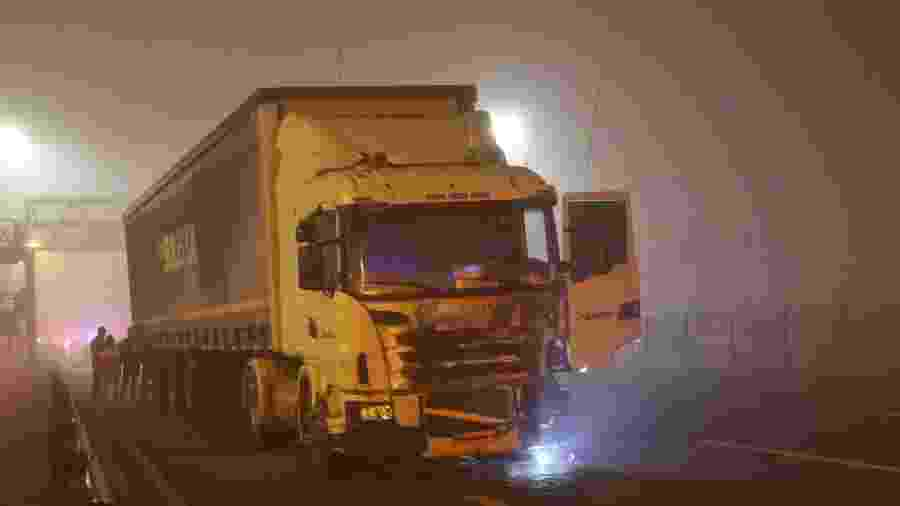 03.ago.2020 - Um acidente com mais de 20 veículos deixou ao menos 8 mortos e dezenas de feridos na BR-277, em São José dos Pinhais (PR), na noite de domingo(2 - FRANKLIN FREITAS/ESTADÃO CONTEÚDO