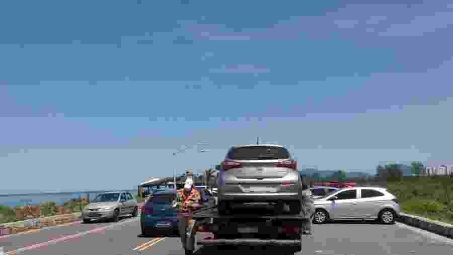 27.set.2020 - Prefeitura do Rio reboca veículos parados irregularmente na orla -  Divulgação Seop/Prefeitura Rio
