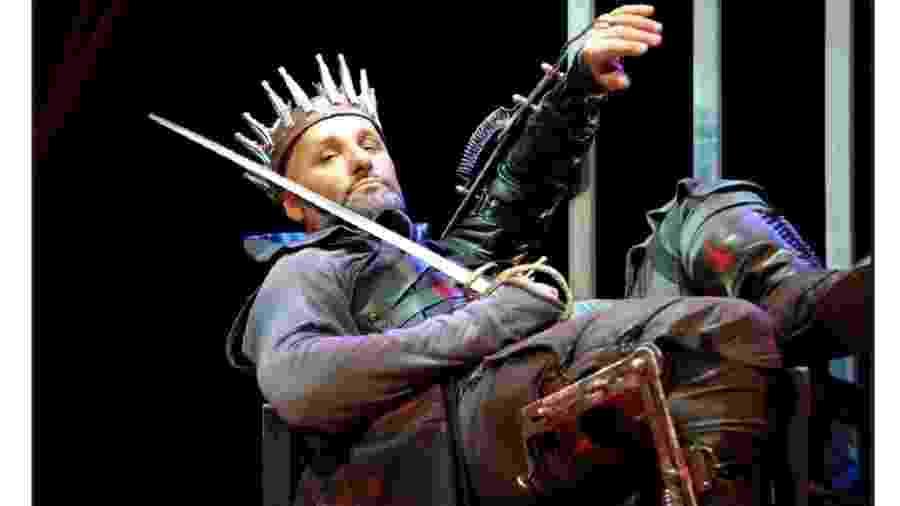 O ator Maurício Donadoni no papel de Ricardo III. O rei, o criado por Shakespeare ao menos, era tão abjeto que chegava a despertar certo fascínio  - Arturo Carniti