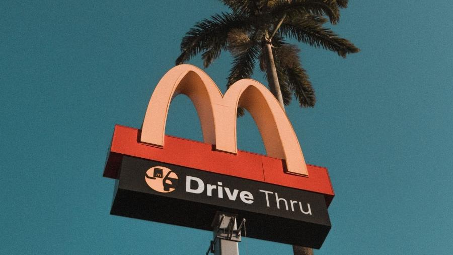 "Motorista alega que estava indo ao McDonald""s quando ""furou"" o lockdown na Inglaterra - Pexels"