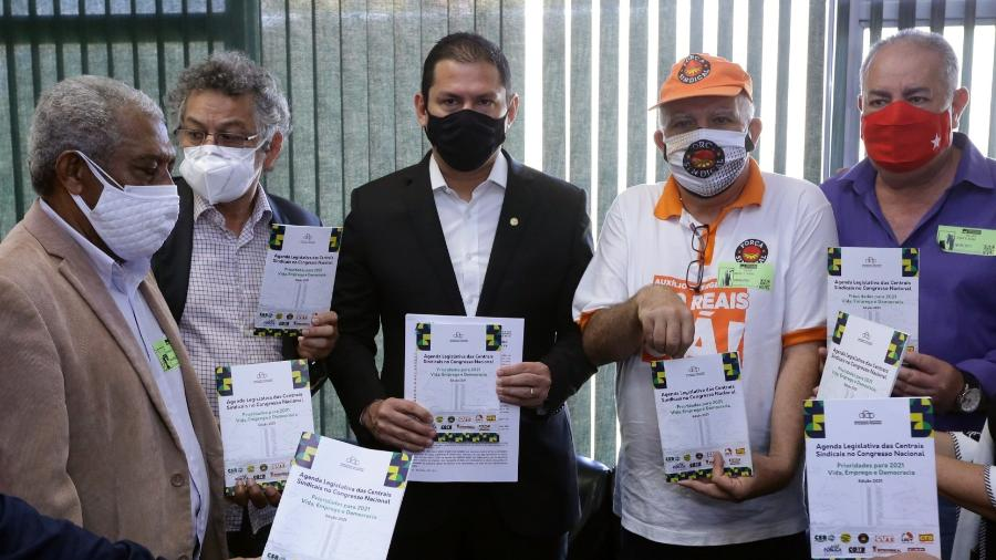 Vice-presidente da Câmara, deputado Marcelo Ramos (PL-AM, ao centro), após reunião com centrais sindicais - Michel Jesus/Câmara dos Deputados