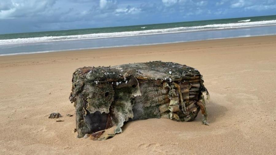 Fardo avistado na praia da Pituba, em Coruripe, no litoral sul alagoano, em julho: carga era de outro navio alemão - Prefeitura de Coruripe