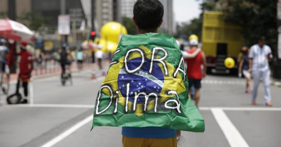 13.dez.2015 - Avenida Paulista fechada para carros recebe os preparativos para a manifestação pró-impeachment da presidente Dilma Rousseff