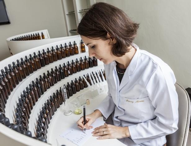 Perfumista francesa Fanny Moreau, da empresa Mon Absolu, especialista em marketing olfativo. A companhia desenvolve fragrâncias para ambientes e produtos