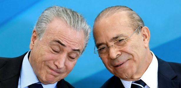 Padilha (d) é ministro-chefe da Casa Civil e braço direito do presidente Michel Temer