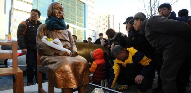 Escultura foi feita em memória de 200 mil mulheres que foram obrigadas a se prostituir