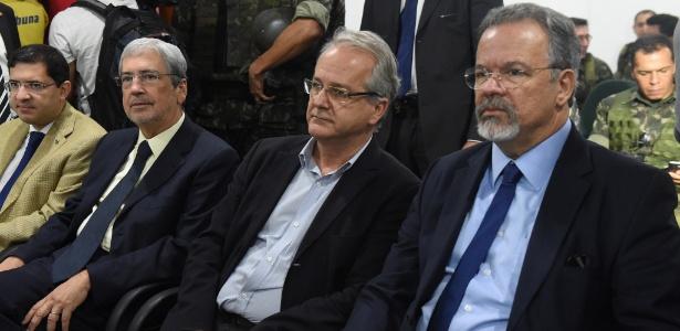 Ministro Raul Jungmann (à direita), ao lado do governador em exercício, Cesar Colnago