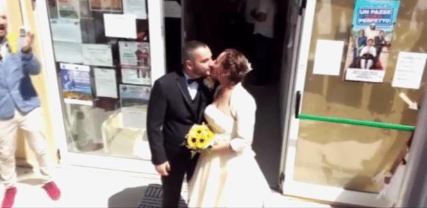 O italiano Daniele Coltellese, 31, e a romena Ana Mihaela Pop, 32, se casaram em Amatrice, Itália