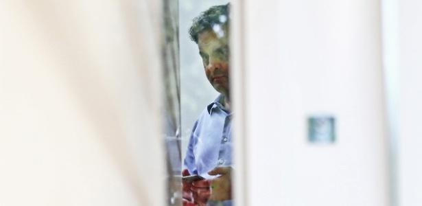 18.mai.2017 - O senador afastado Aécio Neves (PSDB-MG) é visto em sua residência no Lago Sul, em Brasília. Aécio foi afastado do mandato de senador após ser citado na delação do empresário Joesley Batista fechada com a Procuradoria-Geral da República