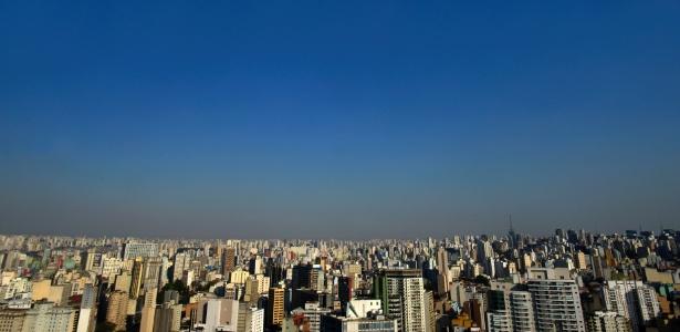 15.set.2017 - Com a umidade relativa do ar de 19%, a cidade de São Paulo registrou o dia mais seco do ano, segundo o Instituto Nacional de Meteorologia