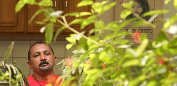 Padre José Amaro Lopes de Souza em entrevista à Folha. Ele trabalhava com a missionária Dorothy Stang, assassinada em 2005 - Jefferson Coppola/Folha Imagem