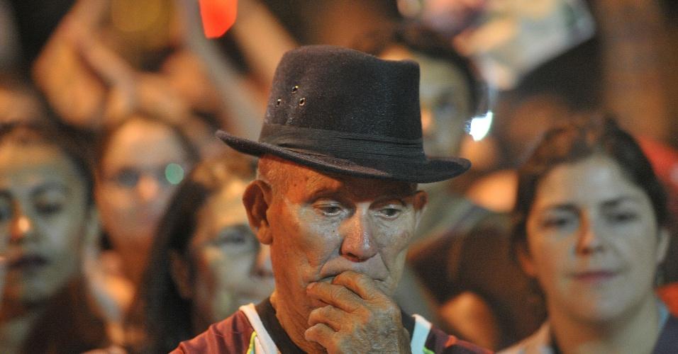Manifestante apreensivo durante ato contra a ordem de prisão do presidente Luiz Inácio Lula da Silva realizado na sede do Sindicato dos Metalúrgicos, em São Bernardo do Campo (SP