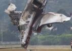 Avião cai no Campo de Marte, em São Paulo - Mister Shadow/Asi/Estadão Conteúdo
