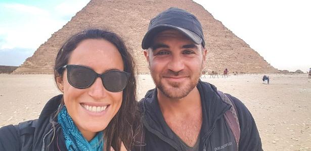 Jay Austin e Lauren Geoghegan visitam as pirâmides no Egito