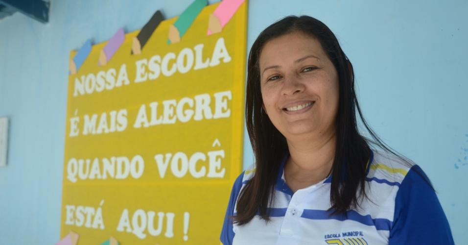 3.set.2018 - Élina Lúcia Silva do Espírito Santo, 47, diretora da escola municipal José Buarque da Silva, em Coruripe (AL)