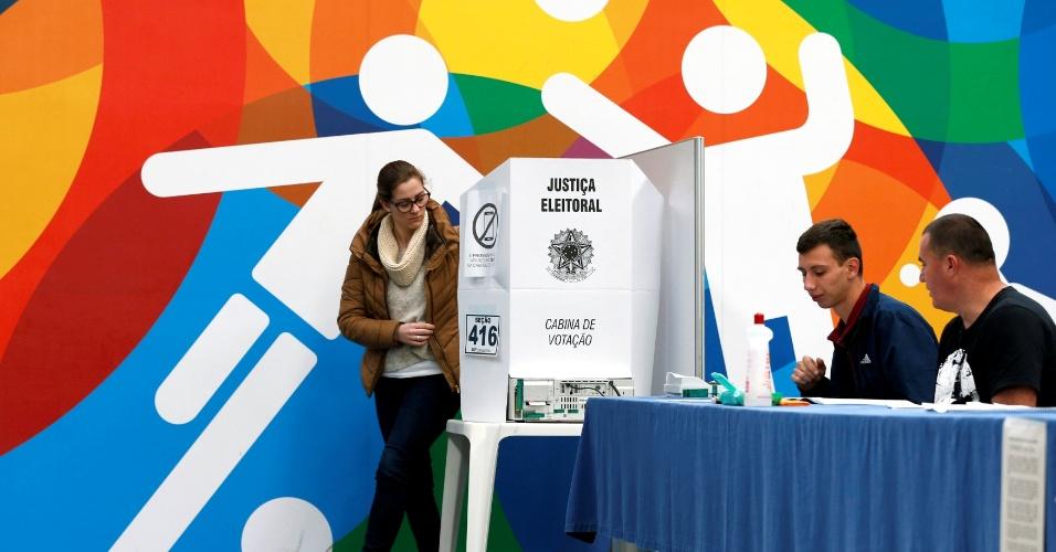 Eleitores votam em Curitiba
