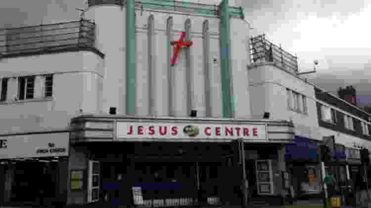 O Jesus Center foi a sede do grupo em Northampton - BBC