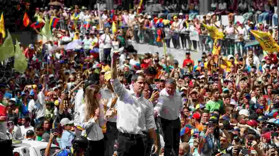 Juan Guaidó, líder oposicionista e autoproclamado presidente interino da Venezuela, discursa em manifestação contra Nicolás Maduro em Caracas - Carlos Garcia Rawlins/Reuters