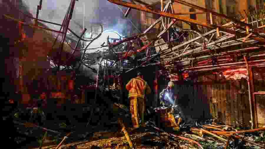 Quinze das vítimas são mulheres, de acordo com a televisão estatal - AMIR KHOLOUSI/AFP
