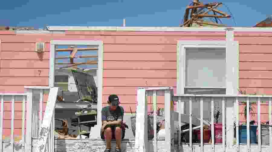 Furacão Sally destelhou casas e causou inundações na Flórida - JOE RAEDLE/AFP