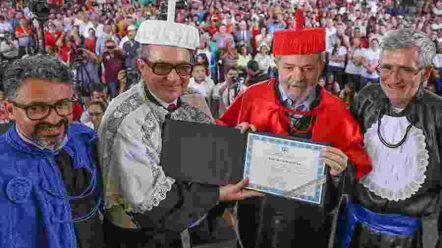 O ex-presidente Luiz Inácio Lula da Silva recebendo o título de doutor honoris causa da UNEAL, em 23/08/2017 - Ricardo Stuckert/Instituto Lula