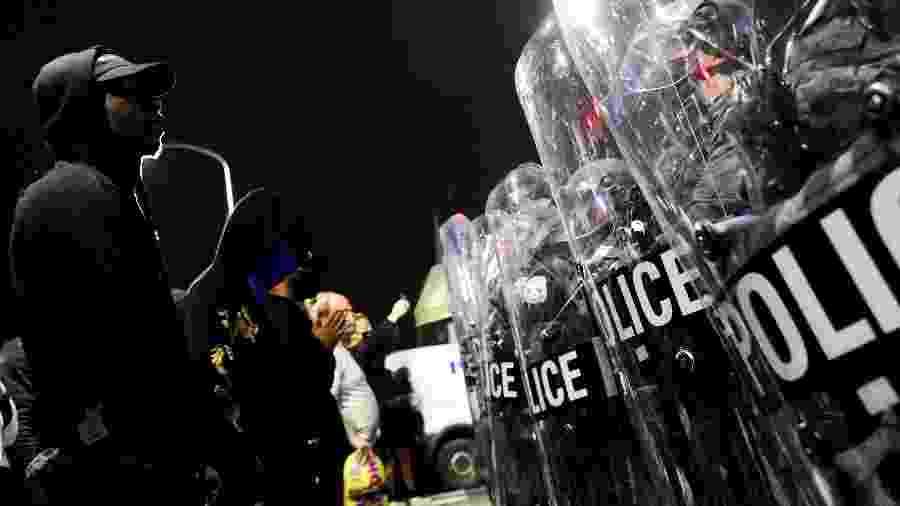 27.out.2020. Manifestantes entram em confronto com a polícia na Filadélfia, após a morte de Walter Wallace Jr. - Bastiaan Slabbers/Reuters