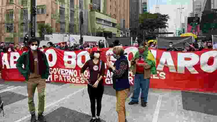 Protesto de manifestantes contra o governo Bolsonaro começou na avenida Paulista, em São Paulo - UOL - UOL