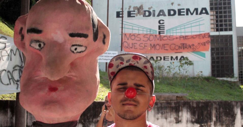 18.nov.2015 - Estudantes da E.E Diadema, a primeira a ser ocupada precisam liberar a escola até 14h desta quarta