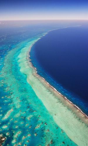 22.abr.2016 - Submarino. O Arrecife Mesoamericano na região de Belize, onde centenas de espécies fazem da região de corais sua casa