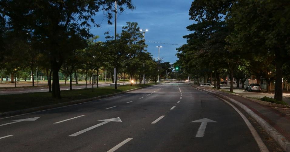 6.fev.2017 - Onda de insegurança e violência deixa ruas de Vitória vazias