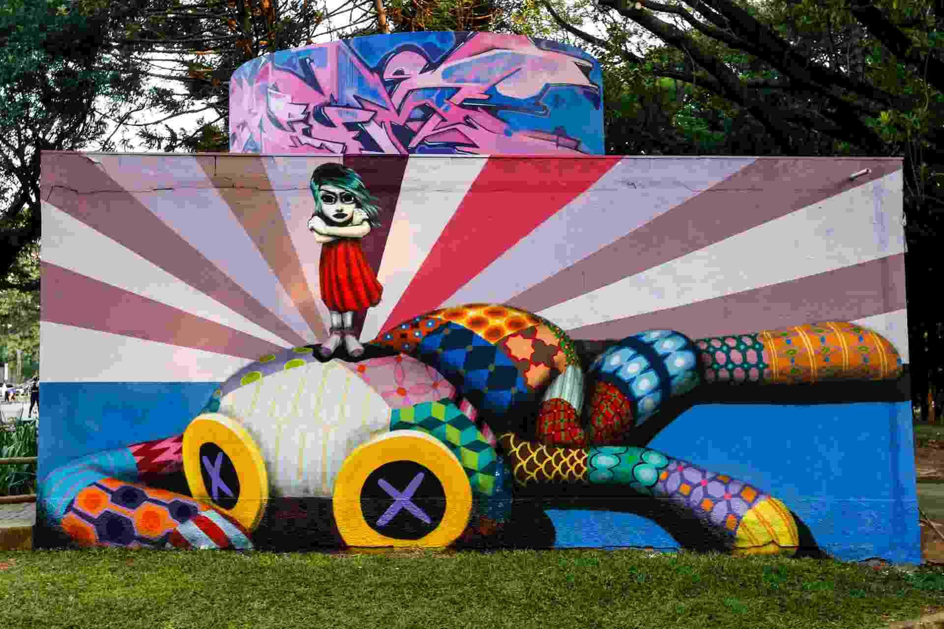 23.mar.2017 - Um projeto realizado por 14 grafiteiros de São Paulo trouxe 11 murais ao entorno de dois banheiros públicos da marquise do Ibirapuera. - Bruno Poletti/Folhapress