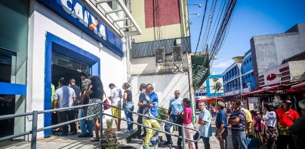 Movimento em agência da Caixa Econômica de Osasco (SP) nesta segunda-feira (10) - Edson Lopes Jr./UOL