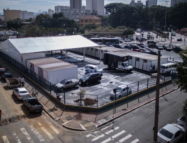 Contêineres no antigo estacionamento da Guarda Municipal atenderão emergencialmente dependentes químicos na região da Luz, centro de SP