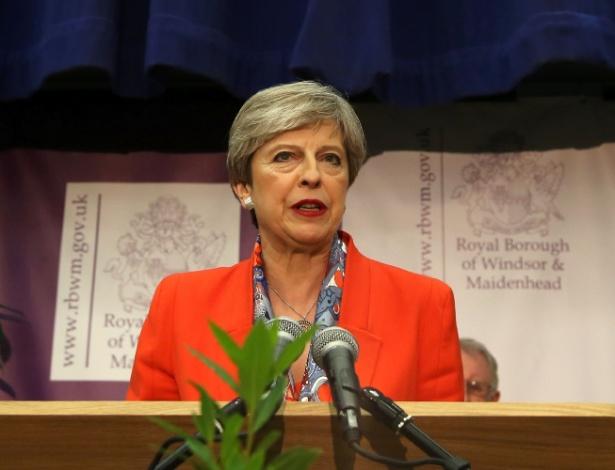 Theresa May discursa após ganhar assento nas eleições gerais antecipadas por ela